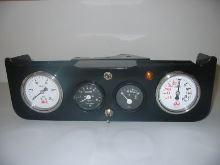 přístrojový panel s budíky