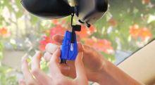 držák rozbíječe skla ResQMe™ Tool na stínítko auta